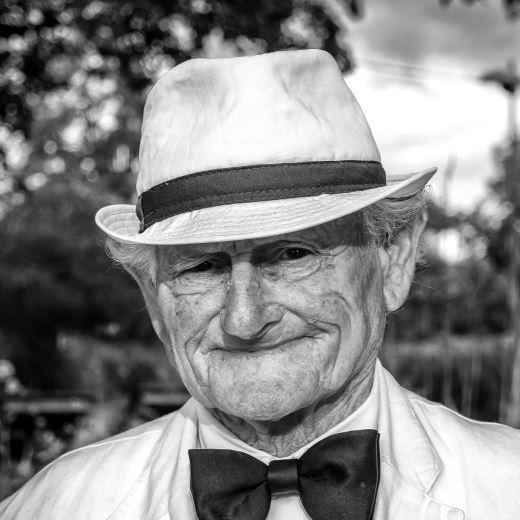 Spodbujanje vključenosti starejših moških